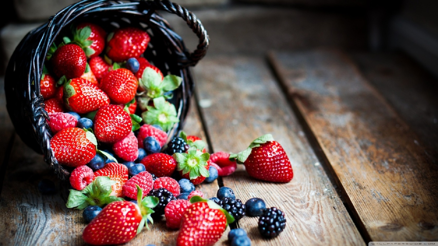 berries in basket macro-wallpaper-1366x768